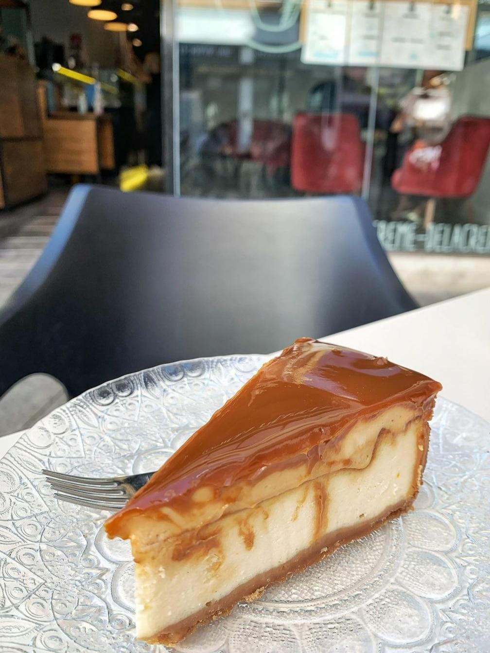 tarta de queso y dulce de leche en sevilla